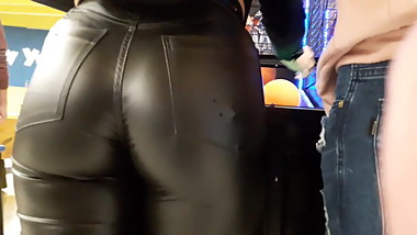 HOT TEEN IN LEATHER PANTS