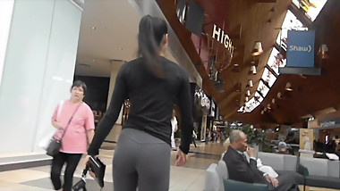 Fit Asian Bubble Butt in Leggings