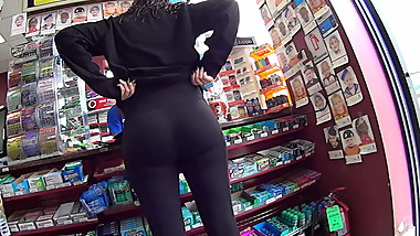Quick candid gas station booty creepshot
