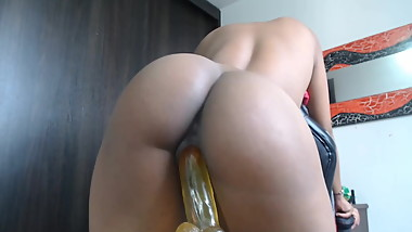 Girl with Perfect Ass Loves to Fuck Dildo