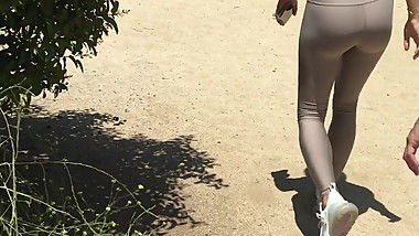 FIT ASS IN LEGGINGS sexy slim legs nice tall hot woman sport