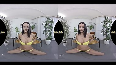Virtual Reality Pissing With Hot Brunette