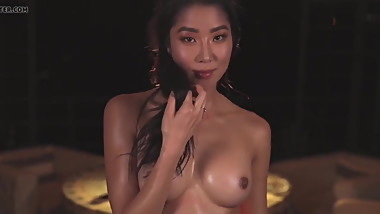 Korean Babe Showing Her Tits