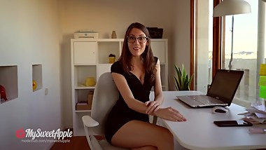 I Fuck a Huge Dick in the Office - 4K Amateur MySweetApple