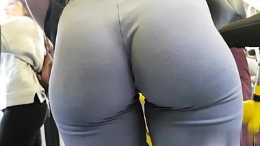 ASS IN LEGGINGS YOGA PANTS