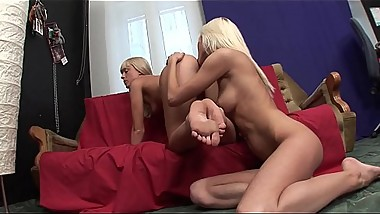 Lesbians pussy eaters have good time Vol. 1