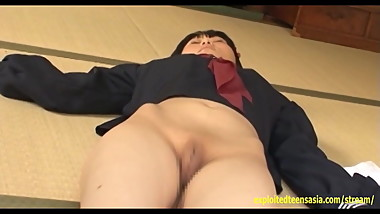 Manami Hashimoto Gravure Teen Teases Pulling Her Pussy Open