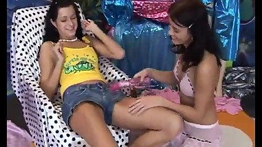 Teen wet lesbian hd Hot beautiful mates playing with a vibrator