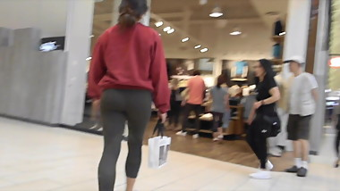 Teen ass in green leggings mall