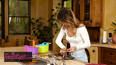 Mom Knows Best - Mercedes Carrera , Uma Jolie in Baked Goods