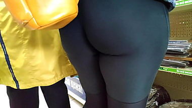 Big juicy girls in tight leggins