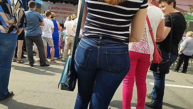 Beautiful juicy ass girls in tight jeans