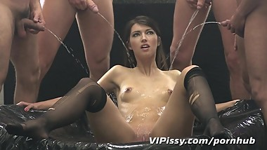 She craves pee straight from the cock