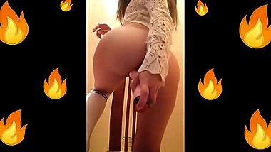 HOT TEEN PLAYING WHITH TOY / Venezolana Girl